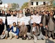پشاور: خیبر یونین آف جرنلسٹس کے زیر اہتمام صحافی برادری تھانہ ہشتگری ..