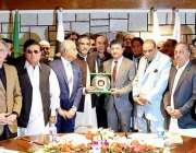 اسلام آباد: ایف پی سی سی آئی کے صدر عبدالرؤف عالم اسلام آباد کے میئر ..