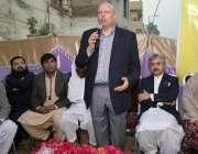 لاہور: تحریک انصاف کے مرکزی ر ہنما چوہدری محمد سرور پارٹی کارکنوں سے ..