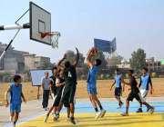 سرگودھا: آل پاکستاب انٹر بورڈ باسکٹ بال چمپئن شپ کے دوران ایبٹ آباد ..