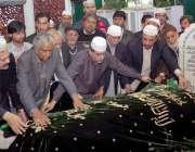 لاہور: صوبائی وزیر اوقاف سید زعیم حسین قادری سیکرٹری اوقاف میاں رضا ..