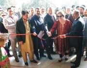 پشاور: نشتر ہال پشاور میں سوئٹزرلینڈ سفارتخانے کے سفیر مارک پی جیورج ..
