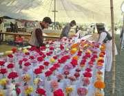 فیصل آباد: جناح پارک میں منعقدہ سالانہ پھولوں کی نمائش میں مختلف اقسام ..