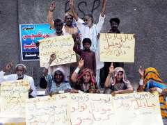 HYDERABAD: Member of kachi tribe hold a protest against non arrest of murderes of Dharmoon kachi.