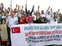 ISLAMABAD: Khubaib Foundation hold a protest following the failed coup attempt in Turkey, outside NPC.