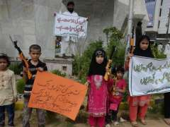 KARACHI: Children hold placards during protest against continuous Indian aggression and killings of innocent Kashmiris at Teen Talwar.
