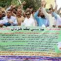 کراچی: کراچی پریس کلب کے سامنے سانگھڑ اور میر پور خاص سے آئے ہوئے ڈریچ ملازمین کے مظاہرے کے دوسرے روز پی ٹی آئی کے رہنما حلیم عادل شیخ مظاہرین سے اظہار یکجہتی کر رہے ہیں۔