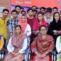 راولپنڈی: پاکستان انسٹی ٹیوٹ آف ہیلتھ مینجمنٹ کے زیر اہتمام افتتاحی تقریب کے موقع پر اساتذہ اور طلبہ کا گروپ فوٹو۔