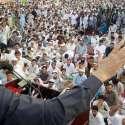 پشاور: امیر جماعت اسلامی سینیٹر سراج الحق گورنر ہاؤس کے سامنے گو ایف سی آر گو دھرنے سے خطاب کر رہے ہیں۔