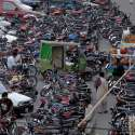 راولپنڈی: ٹریفک پولیس کی نااہلی، سکستھ روڈ پر موٹرسائیکل اور گاڑیوں کی پارکنگ کے باعث دن بھر ٹریفک جام رہنا معمول بن گیا ہے۔