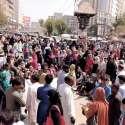 کراچی: سندھ لیڈی ہیلتھ ورکرز پروگرام کے ملازمین تنخواہوں کی عدم ادائیگی کیخلاف احتجاج کر رہے ہیں۔