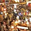 راولپنڈی: بارا بازار سے خواتین عید کے لیے خریداری کرنے والوں کا رش۔