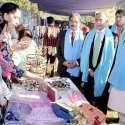لاہور: وزیراعلیٰ پنجاب کے مشیر برائے بحالی معذوراں نوابزادہ طاہر الملک بچوں کے عالمی دن کے حوالے سے لگائی گئی نمائش میں سٹالز کا معائنہ کر رہے ہیں۔