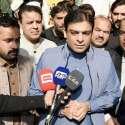 لاہور: مسلم لیگ (ن) کے مرکزی رہنما و رکن قومی اسمبلی حمزہ شہباز شریف میڈیا سے گفتگو کر رہے ہیں۔