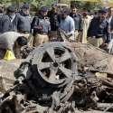 کوئٹہ: آئی جی پولیس عبدالرزاق چیمہ اور اعلیٰ افسران بم دھماکے میں استعمال ہونے والی گاڑی کا معائنہ کر رہے ہیں۔