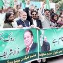 کراچی: پاکستان مسلم لیگ (ن) یوتھ ونگ سندھ کے زیر اہتمام میاں نواز شریف کے حق میں مظاہرہ کیا جا رہا ہے۔