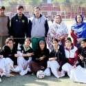 پشاور: انٹر کالجیٹ گرلز والی بال ٹورنامنٹ کے افتتاح کے موقع پر صوبائی والی بال ایسوسی ایشن کے سیکرٹری خالد وقار، رحم بی بی و دیگر کلا کھلاڑیوں کے ہمراہ گروپ فوٹو۔