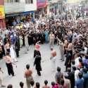 مظفر آباد: رہائش گاہ سید سلطان شاہ کاظمی سے نکلنے والے جلوس میں عزادار زنجیر زنی کر رہے ہیں۔