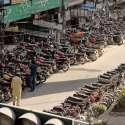 راولپنڈی: ٹریفک پولیس کی نااہلی، سکستھ روڈ پر موٹر سائیکل کی پارکنگ کے باعث دن بھر ٹریفک جام رہنا معمول بن گیا ہے۔