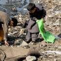 راولپنڈی: خانہ بدوش بچے کچرے سے کارآمد اشیاء تلاش کر رہے ہیں۔