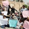 پشاور: معذور افراد حیات آباد پولیس کے خلاف احتجاجی مظاہرہ کر رہے ہیں۔