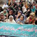 حیدر آباد: لیڈی ہیلتھ ورکر تنخواہیں اور بقایا جات نہ ملنے کے خلاف احتجاجی مظاہرہ کررہی ہیں۔
