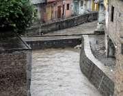 راولپنڈی: شدید بارش کے دوران پیر ودھائی نالہ لئی میں طغیانی کا منظر۔