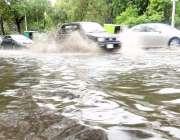 لاہور: صوبائی دارالحکومت میں دوپہر کے وقت ہونیوالی بارش کے بعد شملہ ..