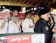 پشاور: شہدائے پولیس کو خراج عقیدت پیش کرنے کے لیے منعقدہ تقریب میں پولیس ..