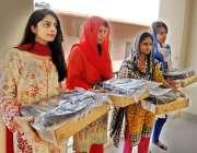 راولپنڈی: وزیر اعلیٰ پنجاب لیپ ٹاپ سکیم کے تحت لیپ ٹاپ حاصل کرنیوالی ..