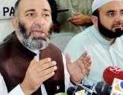 پشاور: جماعت اسلامی کے صوبائی امیر مشتاق احمد خان پریس کانفرنس سے خطاب ..