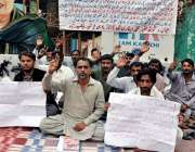 کراچی: کراچی پری سکلب کے سامنے شہید بینظیر آباد فقیر محمد گوٹھ کے رہائشی ..