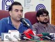 پشاور:ینگ ڈاکٹر ایسوسی ایشن کے صدر ڈاکٹر گلاب نور آفریدی پریس کانفرنس ..