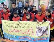 لاہور: معذور بچے سرکاری سطحی پر علاج معالجے کا مطالبہ منوانے کے لیے ..