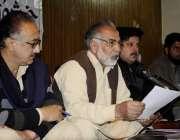 راولپنڈی: ریلوے سمپارس یونین کے ڈویژنل جنرل سیکرٹری پریس کانفرنس سے ..
