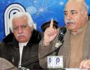 پشاور: ڈاکٹر سید عالم محسود سی پیک کے حوالے سے پریس کانفرنس کر رہے ہیں۔