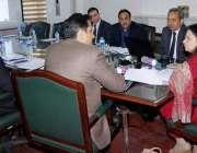 لاہور: صوبائی وزیر خزانہ ڈاکٹر عائشہ غوث پاشا ریونیو اتھارٹی کے ہیڈف ..
