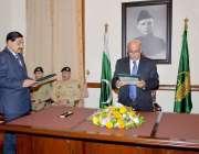 لاہور: گورنر پنجاب ملک محمد رفیق رجوانہ صوبائی کابینہ میں شامل ہونیوالے ..
