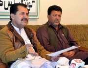 کوئٹہ: مسلم لیگ ن خاران کے رہنما میر اعظم ریکی اور دیگر پریس کانفرنس ..