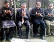 لاہور: اسپیکر رانا محمد اقبال خان پنجاب اسمبلی کے پروٹو کول آفیسر میاں ..