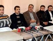 کوئٹہ: ینگ ڈاکٹرز ایسوسی ایشن بلوچستان کے صدر ڈاکٹر حفیظ شیرانی اور ..