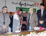 لاہور: وزیر اعلیٰ پنجاب محمد شہباز شریف ایجوکیشن انڈومنٹ فنڈ کی تقریب ..