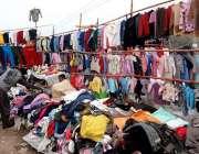 اسلام آباد: وفاقی دارالحکومت میں ایک دکاندار پرانے گرم کپڑے فروخت کر ..