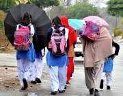 اسلام آباد: سکول سے چھٹی کے بعد بچے گھروں کو لوٹ رہے ہیں۔