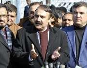 اسلام آباد: وزیر مملکت برائے کیڈ ڈاکٹر فضل چوہدری سپریم کورٹ کے باہر ..