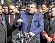 اسلام آباد: پاکستان مسلم لیگ (ن) کے ایم این اے دانیال عزیز سپریم کورٹ ..