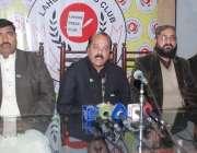 لاہور: آل پاکستان ورکرز یونین یوٹیلٹی سٹورز کارپوریشن کے سیکرٹری انور ..