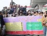 راولپنڈی: رکشہ یونین کے کارکنان مطالبات کے حق میں احتجاج کر رہے ہیں۔