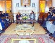 لاہور: گورنر پنجاب ملک محمد رفیق رجوانہ سے شاہ زیب اکرم کی قیادت میں ..