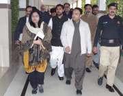 قصور: ڈی سی او عمارہ خان ہیلتھ کونسل اجلاس کے بعد ممبران کے ہمراہ ڈی ..